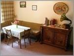 """Der Aufenthaltsraum für Gäste ist gleichzeitig Frühstücksraum, ausgestattet mit SAT-TV und Kühlschrank. / Bed and Breakfast """"Gaestehaus Metzner"""" in Husum - Schobüll"""