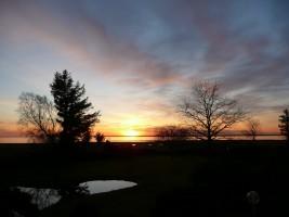 """Genießen Sie zu jeder Jahreszeit die traumhaften Sonnenuntergänge aus Ihrem Fenster oder vom Gartenhaus aus.  / Ferienwohnung """"Ellen Lenz"""" in Husum-Schobüll"""