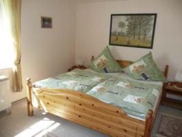 """ein Schlafzimmer im Obergeschoss / Ferienhaus """"Ferienhaus Nordstrand"""" in Nordstrand"""