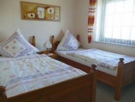 """das zweite Schlafzimmer im Obergeschoss / Ferienhaus """"Ferienhaus Nordstrand"""" in Nordstrand"""
