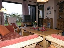 """Vom Wohnzimmer direkt auf die Terrasse.  Grill und Gartenmöbel sind vorhanden. / Ferienhaus """"Kristin"""" in Simonsberg"""