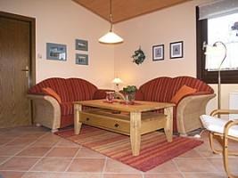 """Sehr gemütlich eingerichtes Wohnzimmer zum Entspannen. / Ferienhaus """"Kristin"""" in Simonsberg"""