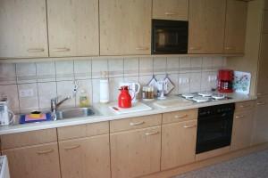 """Unsere Einbauküche ist auf das Neueste mit allem Zubehör ausgestattet. Hier finden Sie alles zum Kochen, Backen und Frühstücken. / Ferienwohnung """"Haus Albatros"""" in Husum"""