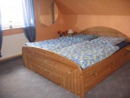 """Schlafzimmer Doppelbett 1,80 x 2.00m / Ferienwohnung """"Ferienwohnung Hansen"""" in Husum"""