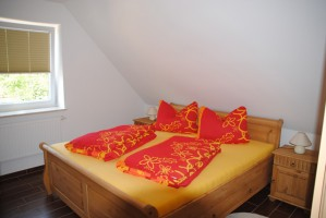 """Schlafzimmer mit Doppelbett. / Ferienwohnung """"II"""" in Husum - Südermarsch"""