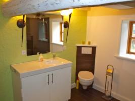 """modernes Badezimmer mit ebenerdiger Dusche / Ferienhaus """"Ferien unter Reet"""" in Ostenfeld"""