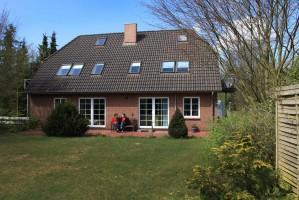 """Haus """"Anne"""" Fe-Wo """"Möwe"""" mit großem Garten nach Süden ausgerichtet. / Ferienwohnung """" Möwe"""" in Husum-Schobüll"""