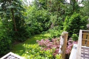 """Blick vom Balkon in den Garten / Ferienwohnung """"Ferienwohnung Krön"""" in Wobbenbüll"""