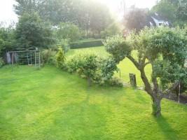 """Blick  von oben in den Garten. / Ferienwohnung """"MÖWENNEST"""" in Husum"""