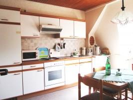 """In der Küche finden Sie alles, was Sie zum Kochen und backen brauchen. / Ferienwohnung """"Knudsen"""" in Husum"""