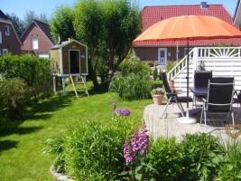 """Toller Garten zum Relaxen und Spielen. / Ferienhaus """"Freesenhus"""" in Husum"""