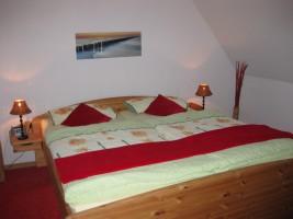 """Schlafzimmer 1 im OG / Ferienwohnung """"Nordisches Nest"""" in Friedrichstadt"""