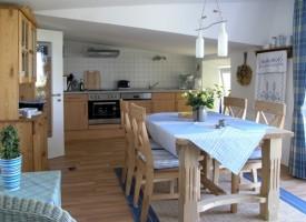 """großzügiger Küchenbereich / Ferienwohnung """"Im Sonnenschein"""" in Husum"""