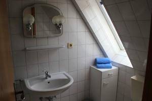 """Bad mit Dusche und WC / Ferienwohnung """"Haus Meerblick  1"""" in Husum / Schobüll"""