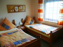 """das zweite Schlafzimmer mit 2 Einzelbetten / Ferienhaus """"Ferienhaus Nordstrand"""" in Nordstrand"""
