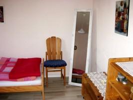 Schlafzimmer mit zwei Einzelbetten / Ferienwohnung  in Husum