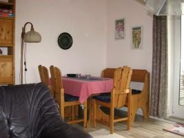 gemütliche Essecke im Wohnzimmer / Ferienwohnung  in Husum