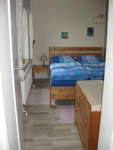 Schlafzimmer mit einem Doppelbett / Ferienwohnung  in Husum