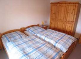 """Zweites Schlafzimmer mit  Einzelbetten / Bauernhof/Ferienhof """"Ferienwohnung auf dem Bauernhof"""" in Nordstrand"""
