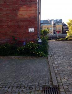 """Parkplatz direkt vorm Haus / Ferienwohnung """"Wohnung Ankerplatz mit Hafenblick"""" in Husum"""