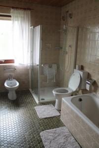 """Großes Badezimmer / Ferienwohnung """"Haus Johannsen"""" in Husum"""