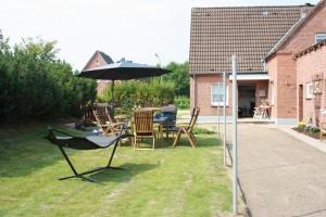 """Entspannung im Gartenbereich / Ferienhaus """"DEKO"""" in Husum"""