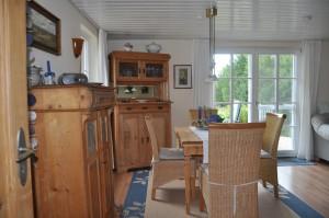 """mit dem Blick von der Küche ins Wohnzimmer und... / Ferienwohnung """"Carpe Diem"""" in Bohmstedt"""
