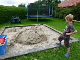 """Sandkiste für die Kleinen / Ferienwohnung """"Ruhige Dorfrandlage"""" in Oldenwort"""