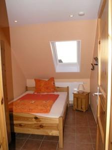 """Zusätzliches Zimmer für 2 Personen mit einem 1,40 m Bett. / Ferienhaus """"Doppelhaushälfte"""" in Oldenwort"""