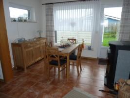 """Essecke mit Ofen. / Ferienhaus """"Haus Drybarg"""" in Simonsberg"""