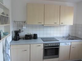 """Voll ausgestattete Küche mit Geschirrspüler, Kaffeemaschine, Wasserkocher, Toaster, Mikrowelle. / Ferienwohnung """"Nordstern"""" in Hattstedt"""