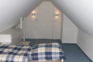 """Schlafzimmer für 1 Person  unterm Spitzdach der ideale Rückzugsort / Ferienwohnung """"☀ Sünnschien in Husum ☀️"""" in Husum (Rödemis)"""
