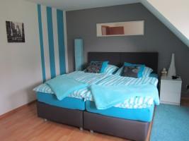 """Zimmer 1 Die Betten können zu Einzelbetten auseinander gestellt werden / Ferienwohnung """"Ferienwohnung Holt"""" in Husum"""