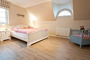 """Schlafzimmer mit Kinderbett """"Föhr"""" / Bauernhof/Ferienhof """"Familie Wulff"""" in Reussenköge"""