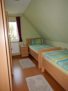 """Zweites Schlafzimmer mit 2 Einzelbetten und Kleiderschrank. / Ferienwohnung """"Urlaub bei Familie Boockhoff"""" in Drelsdorf"""