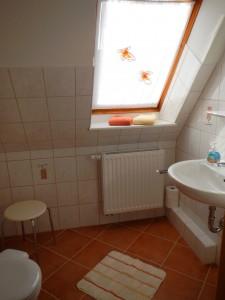 """zweites Badezimmer im Obergeschoß / Ferienwohnung """"Urlaub bei Familie Boockhoff"""" in Drelsdorf"""