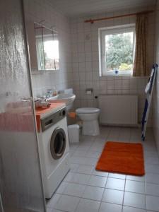 """Badezimmer mit Dusche und WC im Erdgschoss. / Ferienwohnung """"Urlaub bei Familie Boockhoff"""" in Drelsdorf"""