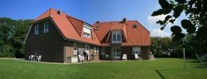 """Auf unserem schönen Ferienhof in ruhiger Lage auf Nordstrand verbringen Sie Ihren Urlaub! / Ferienwohnung """"Tetsche Wind"""" in Nordstrand"""