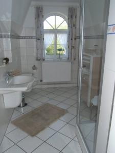 """Dusche/WC, Fußbodenheizung / Ferienwohnung """"ailoens-hues"""" in Husum - Schobüll"""