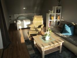 """Das komplett neu gestaltete Wohn/Schlafzimmer..... / Ferienwohnung """"MÖWENNEST"""" in Husum"""