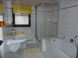 """Ein Badezimmer zum Wohlfühlen / Ferienwohnung """"Am Rödemiswäldchen"""" in Husum"""