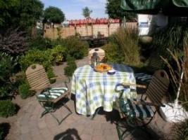 """Gartenterrasse in schöner Atmosphäre. / Hotel """"Hotel am Schlosspark"""" in Husum"""