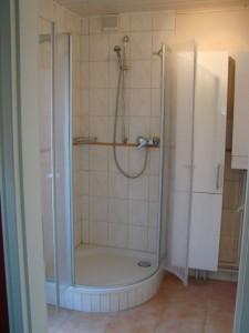 """Die Dusche im Badezimmer. / Ferienhaus """"unter der Buche"""" in Husum"""