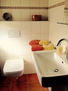 """Neues Duschbad mit WC. / Ferienwohnung """"Ruhig gelegene Ferienwohnung an der Nordsee!"""" in Husum"""