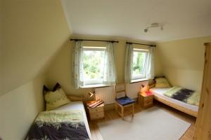 """Das Schlafzimmer mit 2 Einzelbetten. ( 0,90 m x 2,00 m ) / Ferienhaus """"unter der Buche"""" in Husum"""