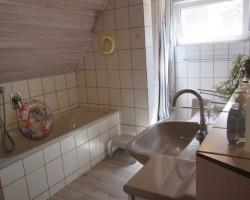 """Gemütliches Vollbad mit separater Dusche / Ferienwohnung """"Stilvolles Dorfquartier nahe Husum"""" in Schwesing"""