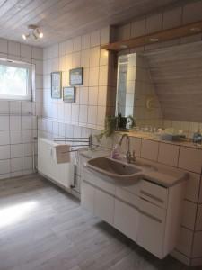 """und ausreichend Platz für die ganze Familie / Ferienwohnung """"Stilvolles Dorfquartier nahe Husum"""" in Schwesing"""