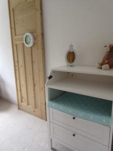"""Schlafzimmer 2 gmit Wickelkommode / Ferienwohnung """"Stilvolles Dorfquartier nahe Husum"""" in Schwesing"""