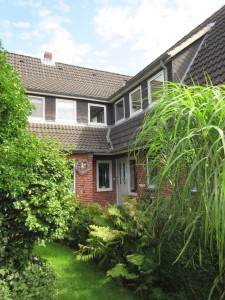 """Dorfquartier im grünen Gartenparadies / Ferienwohnung """"Stilvolles Dorfquartier nahe Husum"""" in Schwesing"""