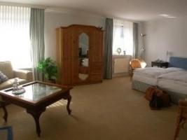 """Stilvoll eingerichtete Doppelzimmer. / Hotel """"Hotel am Schlosspark"""" in Husum"""